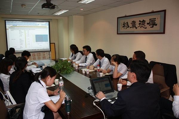 靳双权律师的团队会议