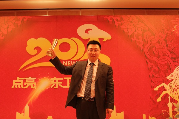 靳双权律师在会议上获奖
