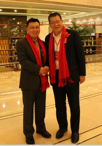 靳律师与中国房地产业营销协会委员会主任陈国庆先生合影
