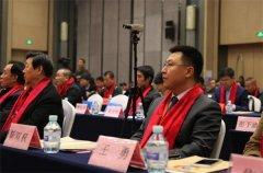 靳律作为房地产业营销协会副会长在会场前排就座